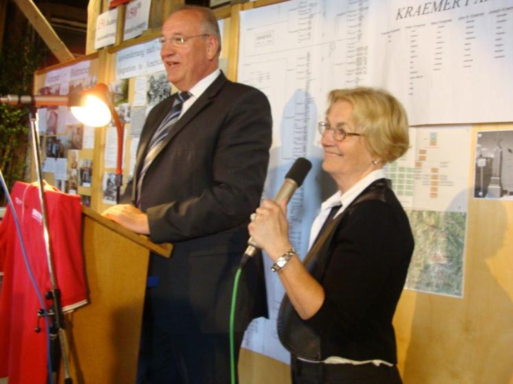 Bild 13 Landrat Franz Löffler mit Christa Senft.jpg